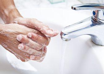 После контакта с кошками всегда необходимо мыть руки