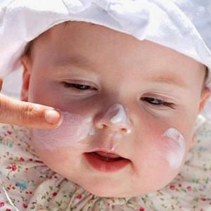 Причины появления диатеза у новорожденного на лице?