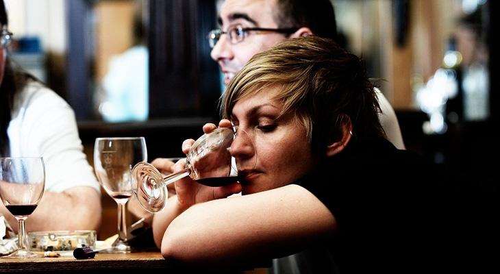 Женщина в баре