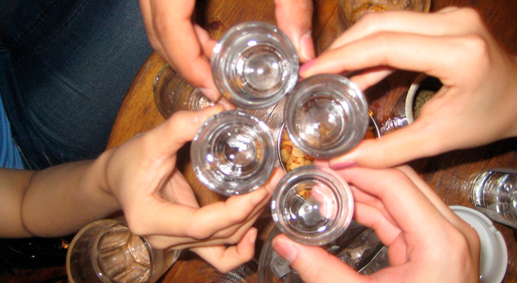 Выпить в компании