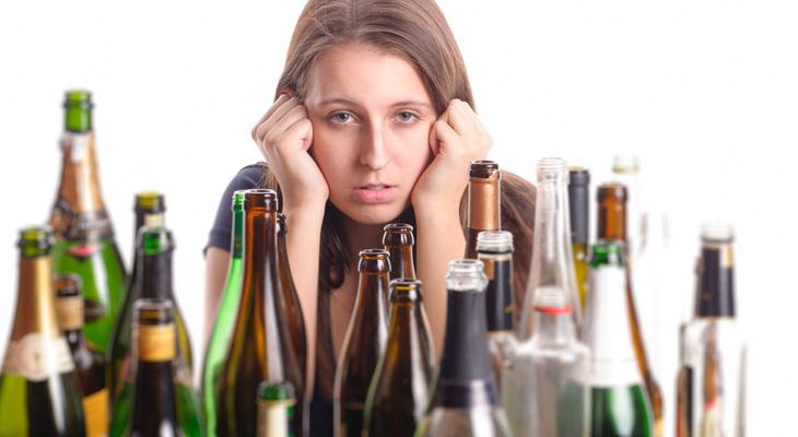 Девушка и много бутылок