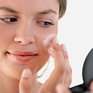 Воспаленный прыщ на лице: как от него избавиться?