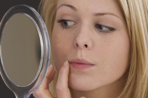 Мелкая сыпь на лице у взрослого: причины, фото