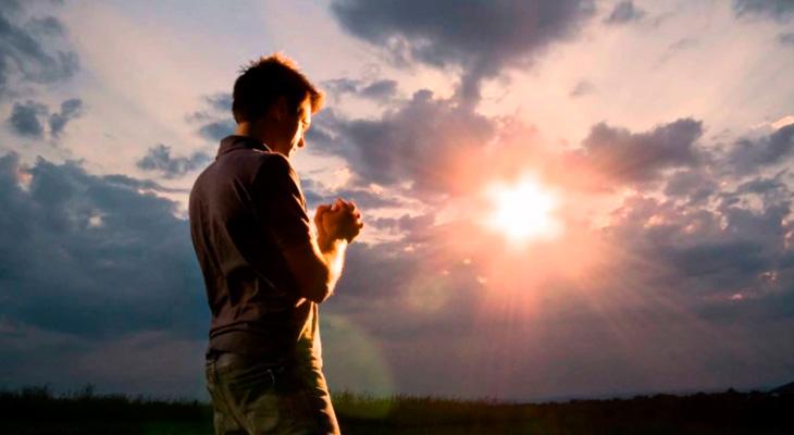 Молиться стоя