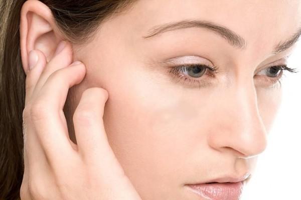 Зуд в ухе: симптоматика, причины и лечение