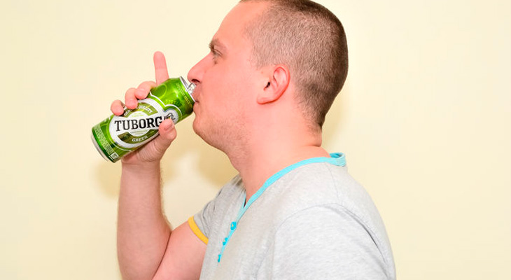 Пить бутылочное пиво