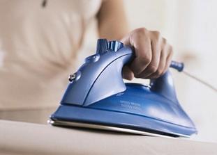 Стирать белье необходимо только в горячей воде, проглаживая его после высыхания горячим утюгом