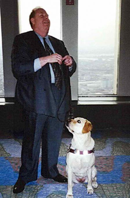 известный пес-поводырь Дорадо