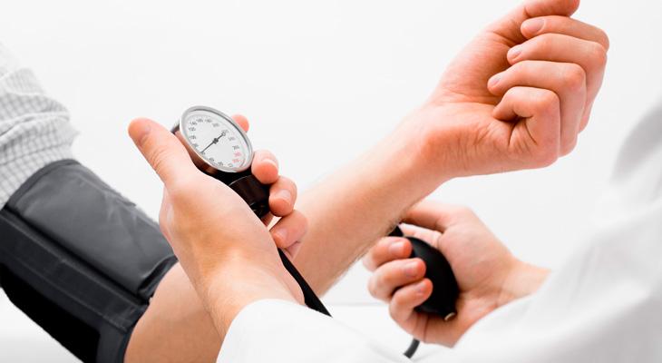 Измерять артериальное давление