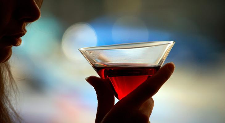 Бокал со спиртным напитком