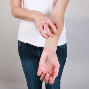 Зуд кожи тела: возможные причины и способы лечения