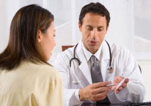 При появлении первых симптомов хламидиоза следует немедленно обратиться к медицинскому специалисту, чтобы пройти курс лечения