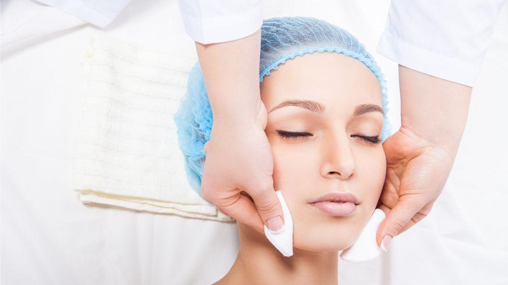 Чистка кожи лица профессиональная и в домашних условиях