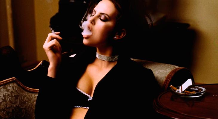 Девушка с сигаретой