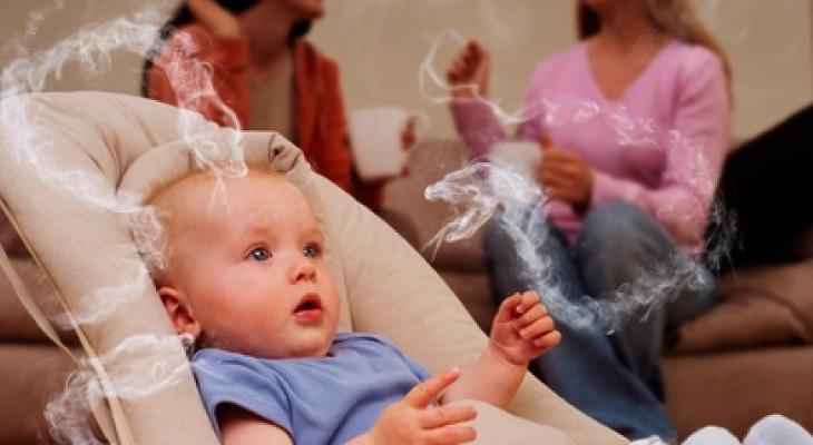 Ребенок дышит дымом