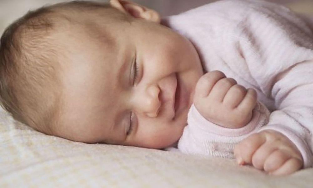 Почему дети разговаривают и смеются во сне 2