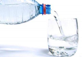 Чтобы избежать обезвоживания и других серьезных проблем, за время очистки нужно выпивать достаточное количество воды